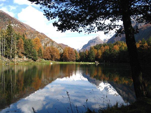 Il lago Lexert nei pressi del Campeggio Lac Lexert