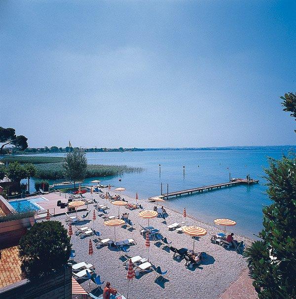 Hotel du Lac - Sirmione - La spiaggia ed il pontile