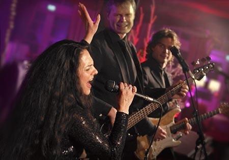 Tanzband und Cverband aus Köln mit der Sängerin Natalie Moon
