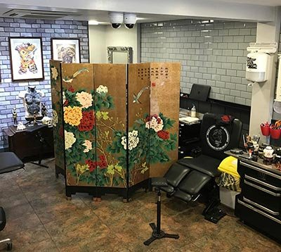Renaissance Tattoo Studio Rickmansworth Artist Workstation Privacy